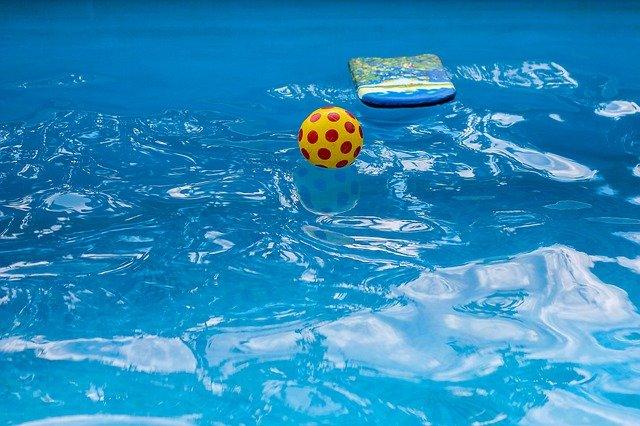 Když bazén, tak s jiskřivou vodou
